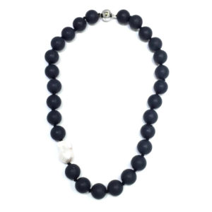 BLACK MATTE ONYX NECKLACE WITH KEISHI PEARL